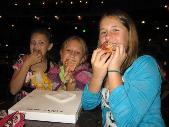 Lara, Cara en Ilani - Pizzaaaaaa